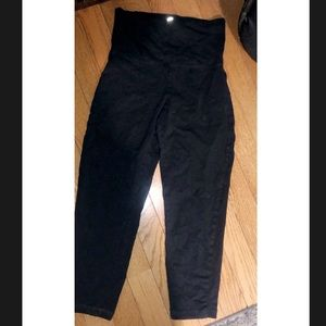 Black yoga crop leggings